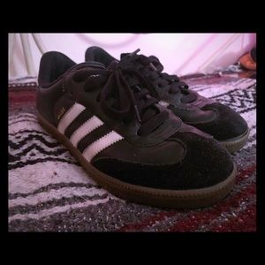 Adidas Classic Samba Retro/Vintage Soccer Shoe